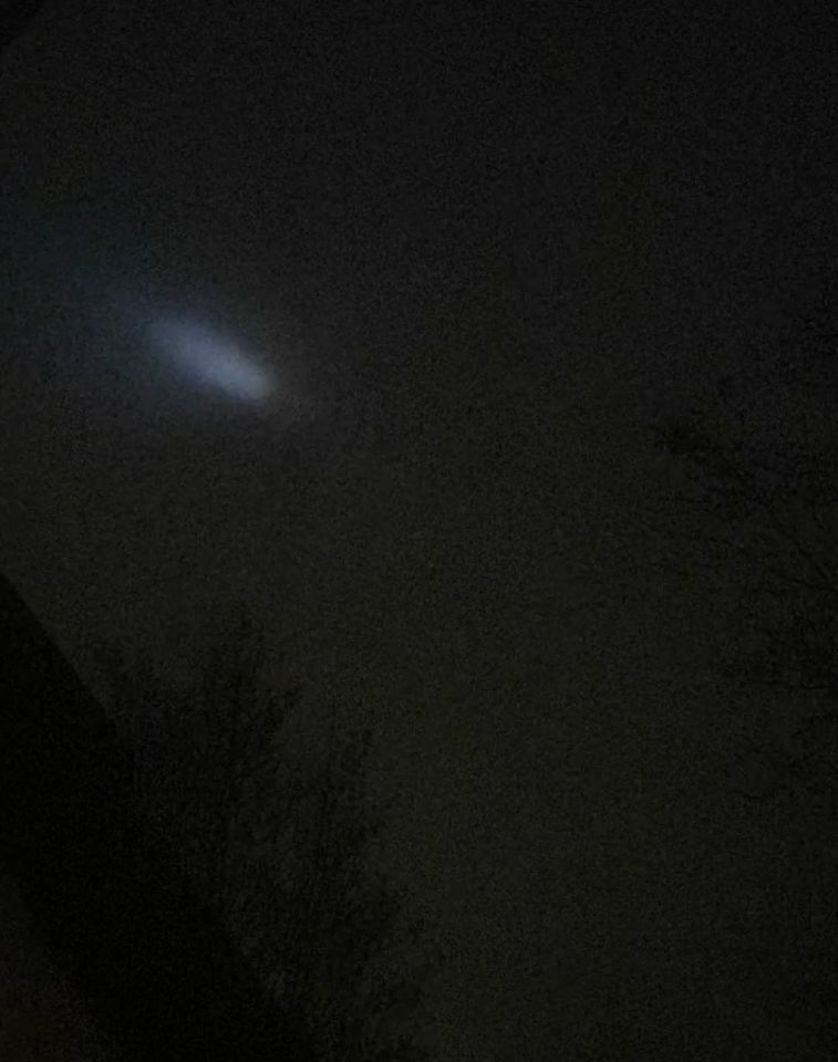 Een witte schijf die wel half uur boven Harmelen cirkelde foto