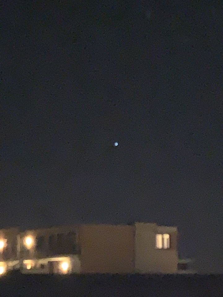 Stilstaand ster achtige licht met duidelijk knipperende rode licht foto