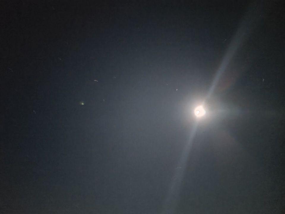 20 lichtbollen achter elkaar aan foto