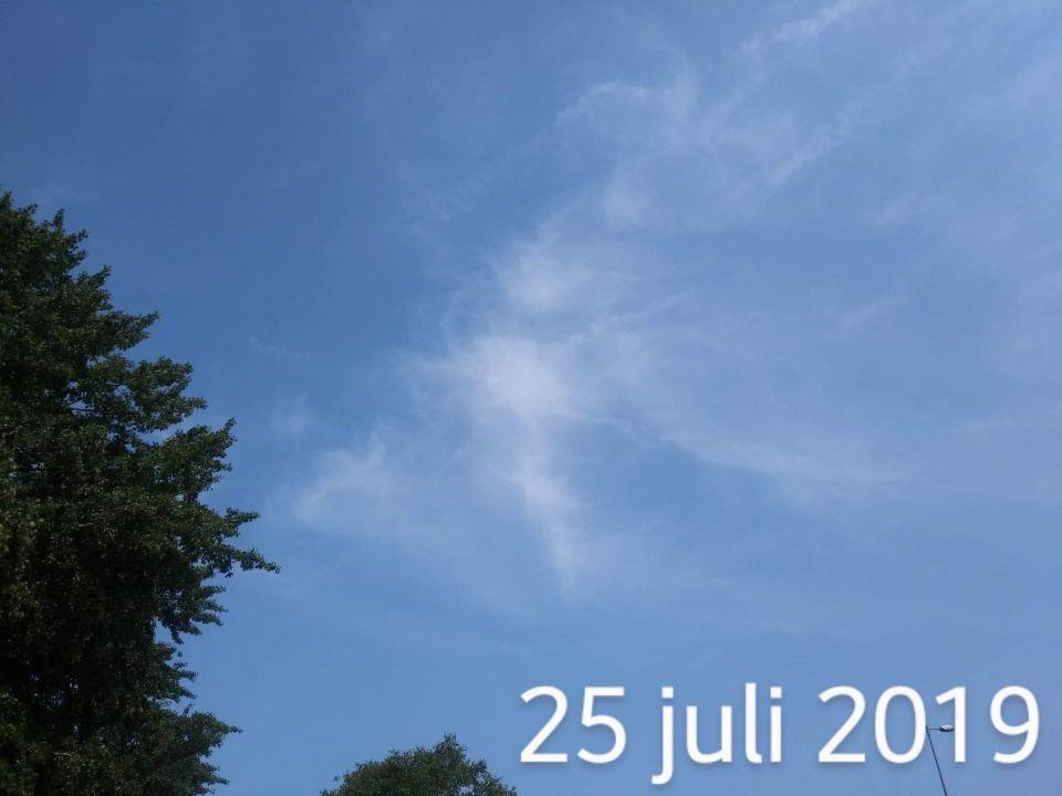 Explosie in de lucht foto