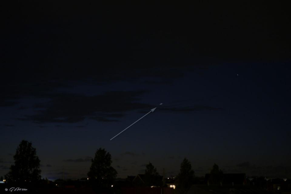 Schijfje van licht zichtbaar op 1 foto. foto