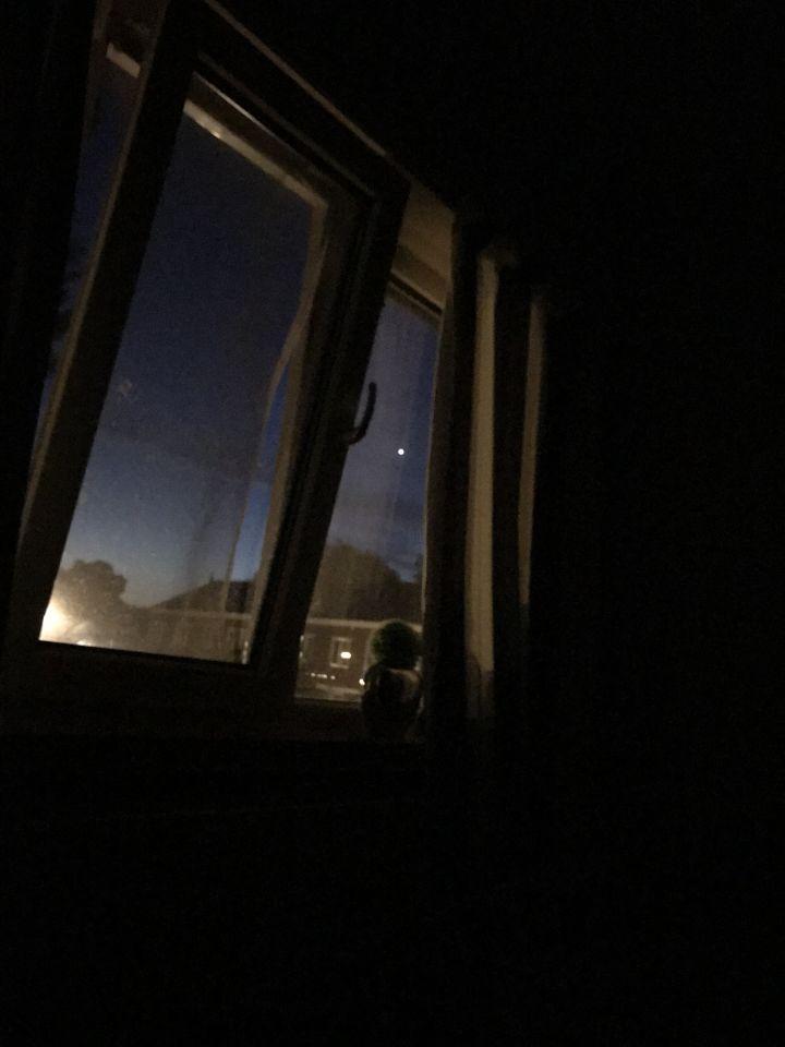 Een witte licht bol foto