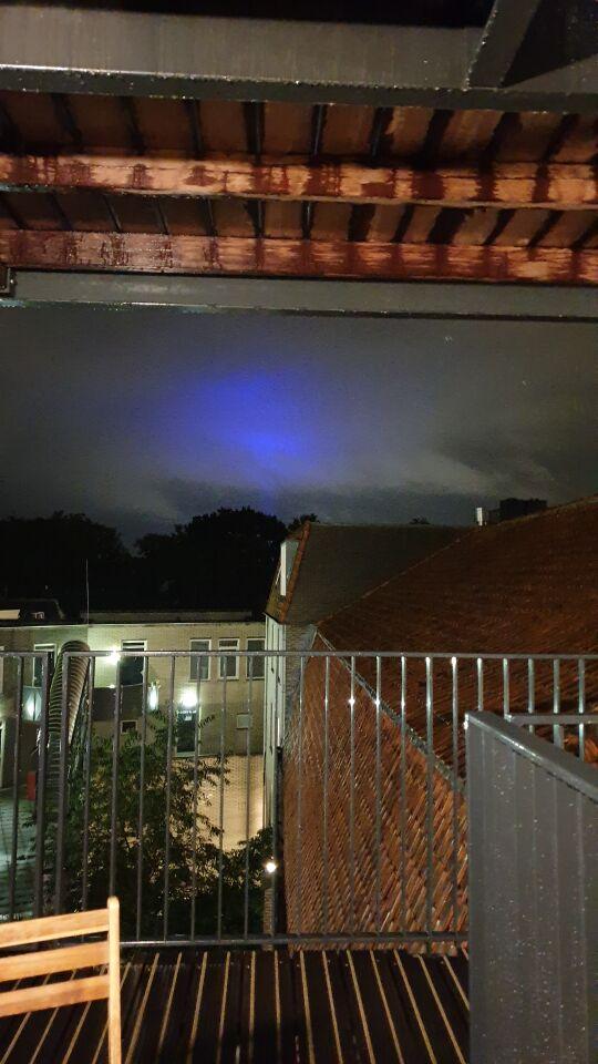 Groot blauw bewegend licht foto
