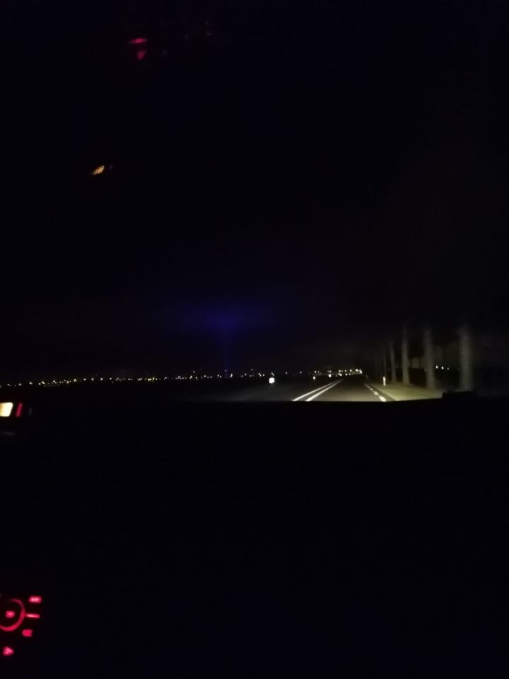 Blauwe licht straal in regio noord brabant foto