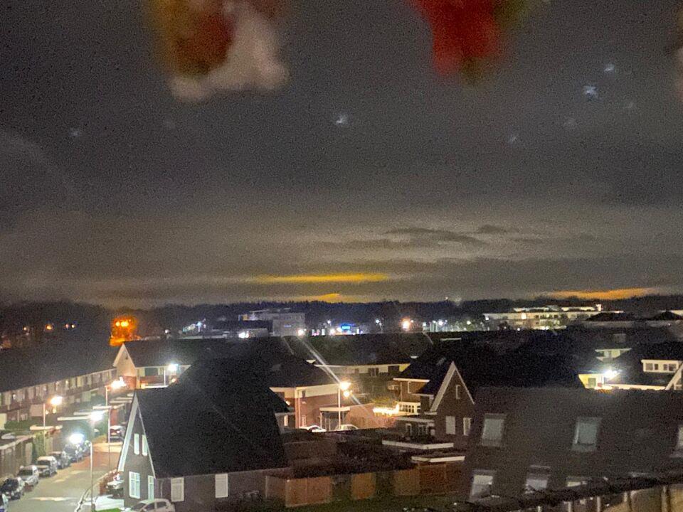 Oranje plekken in de lucht foto
