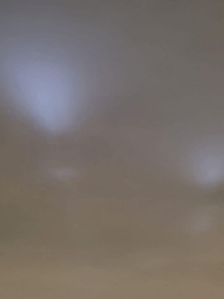 Twee blauwe lichtbollen die om elkaar heen bewogen foto