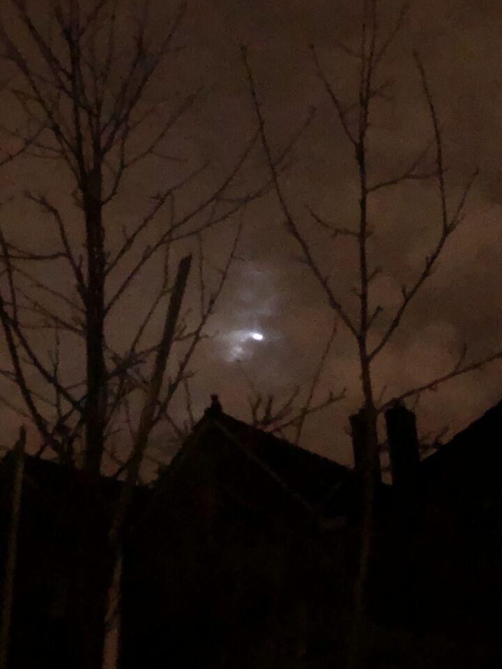 Een licht dat ineens heel fel werd, en weer doofde. En even later weer opdook. foto