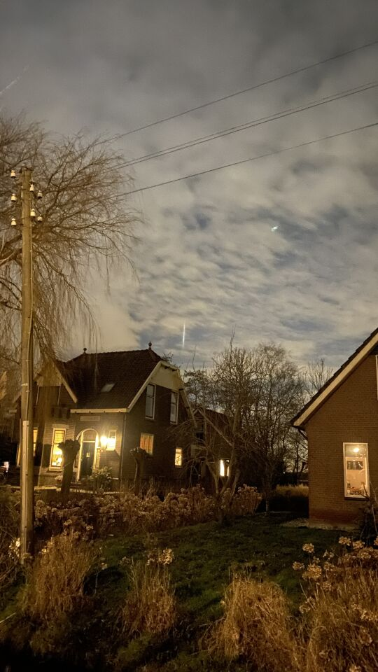 Lichtzuil boven Reeuwijkse plassen foto