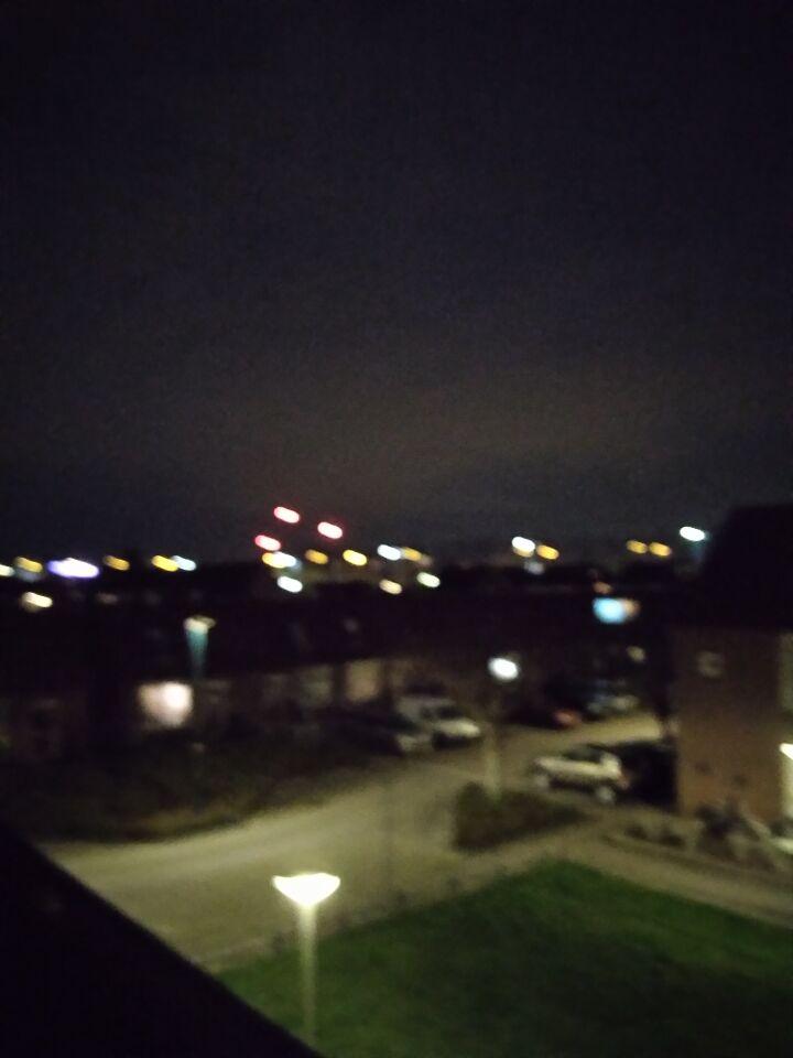 3 rode lichten ontsonden uit het niks. Daarna nog meer uit die 3. foto