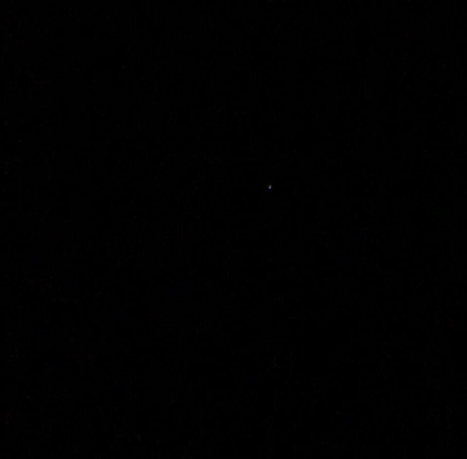 Geluidsloze lichtbol die steeds feller werd en langzaam verdween. foto