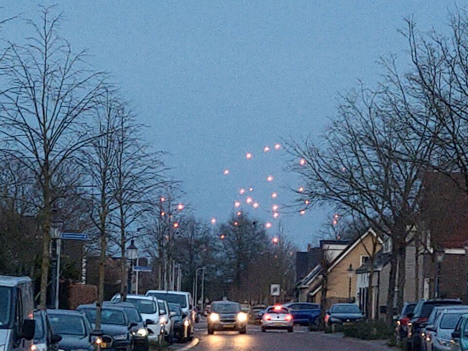 Honderden rode lichten gezien vanuit Etten-leur in de richting van Breda foto