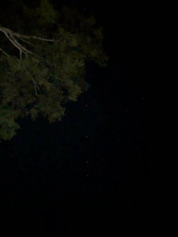 Een hele lange rij met UFO's foto