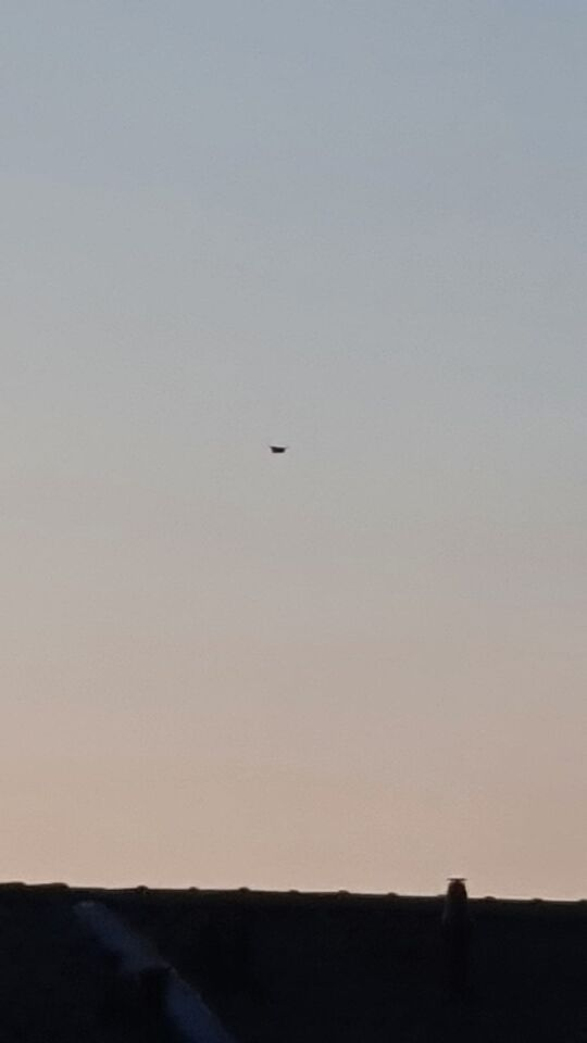 Donker object urenlang zichtbaar boven Arnhem foto