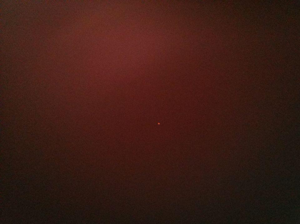2 oranje bollen boven Helmond foto