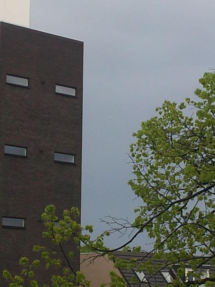UFO boven Delft vliegend in de richting van Delfgauw/Pijnacker foto