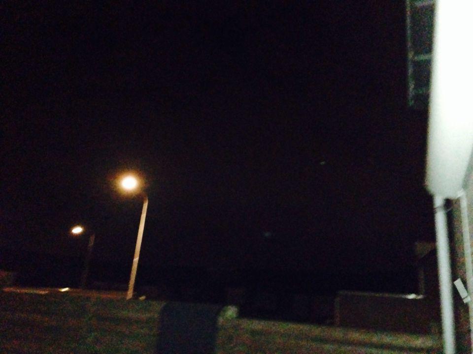 Een helder snel bewegend lichtbol foto