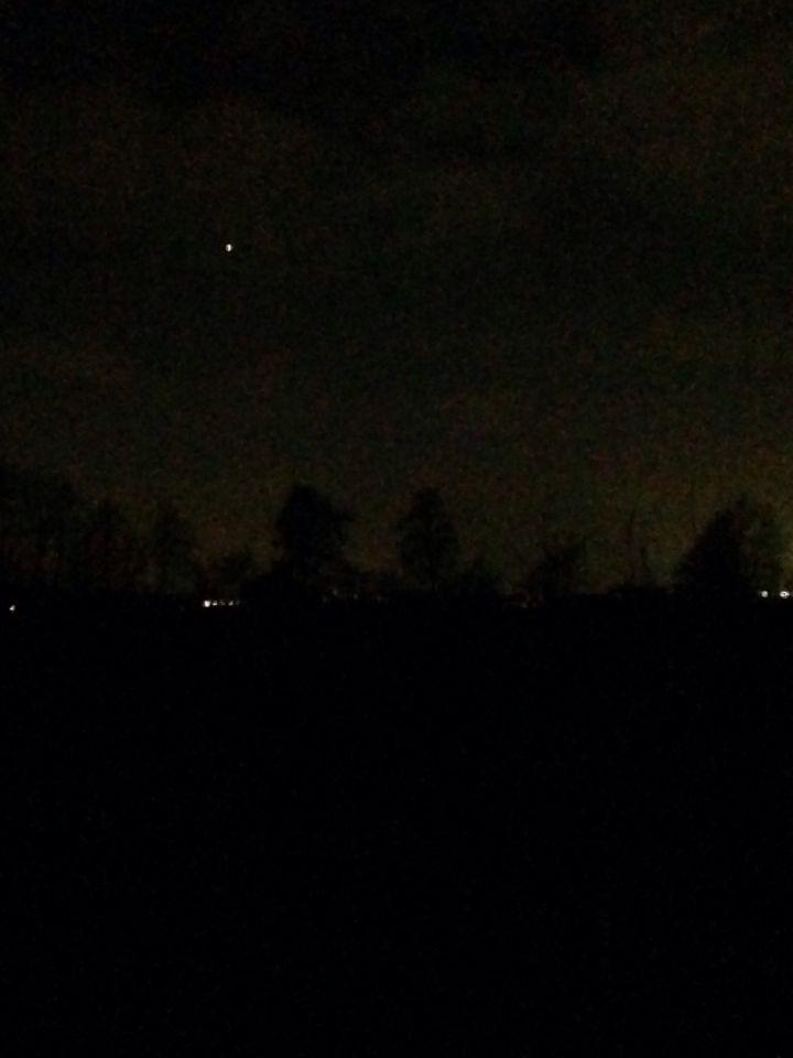 Fel wit licht in de richting van Zeist/Utrecht foto