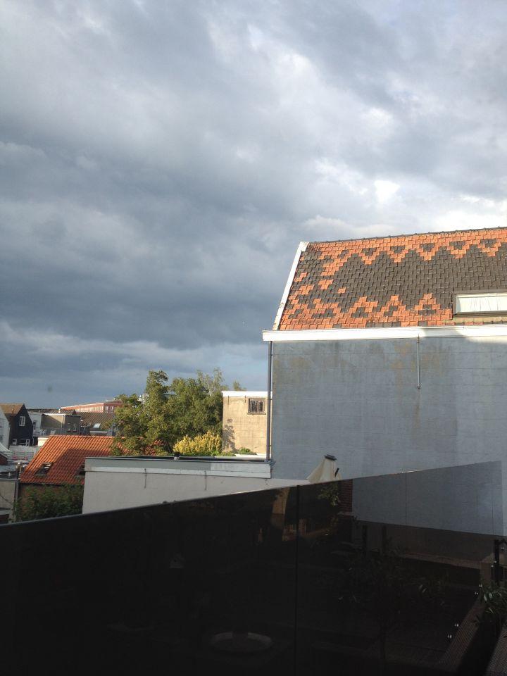 Lichtbol boven stad Breda foto