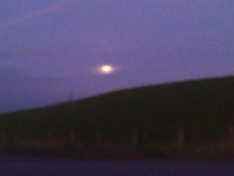 Licht in donker boven Spijkenisse foto