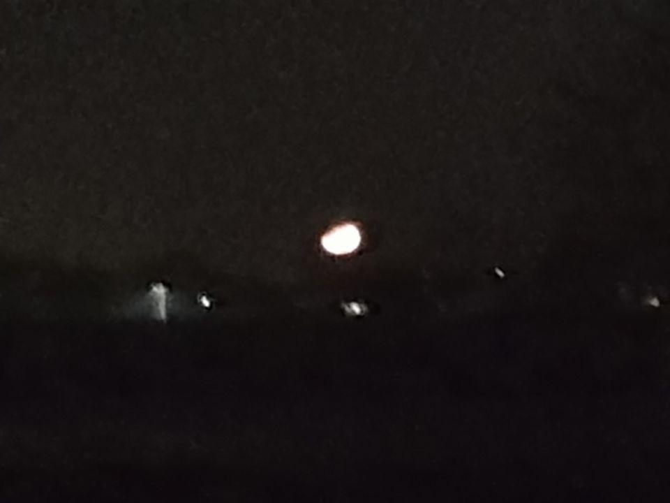 Grote vuurbal wat leek op de maan foto