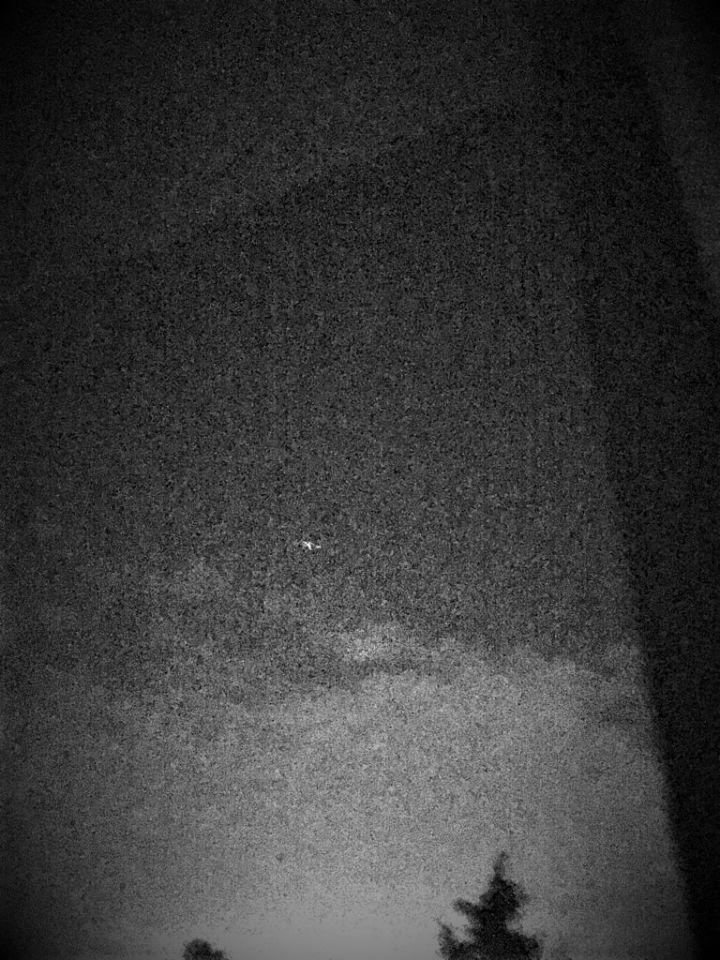 Lichtpunt wat beweegelijk rond een bepaald stuk in de lucht bewoog foto