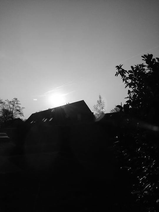 Een rechthoek naast de zon foto