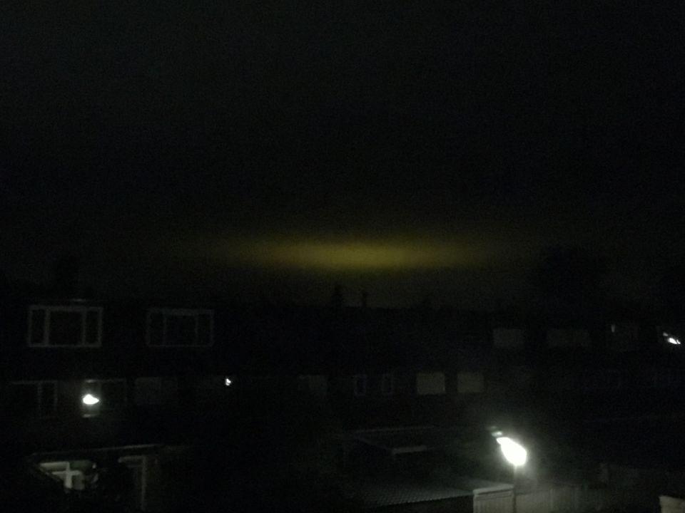 Vaag groot licht in wolken. foto