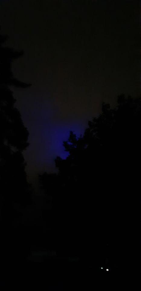 Blauwe vlek in de lucht wat zich verplaats foto