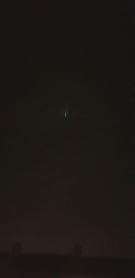 Stilstaand groen licht. Geen laserstraal. 10 min bekeken. Daarna weg. Na 45 weer foto