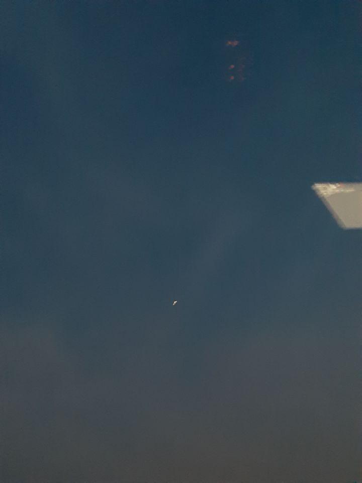 Ronddraaiende bollen op een vast punt 200 mtr boven brug Sluiskil foto
