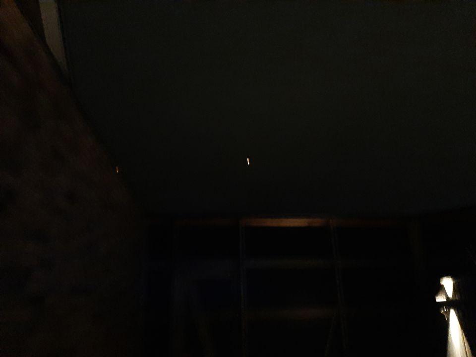 Oranje bol welke zich horizontaal bewoog duurde ongeveer 40 sec helaas geen film foto